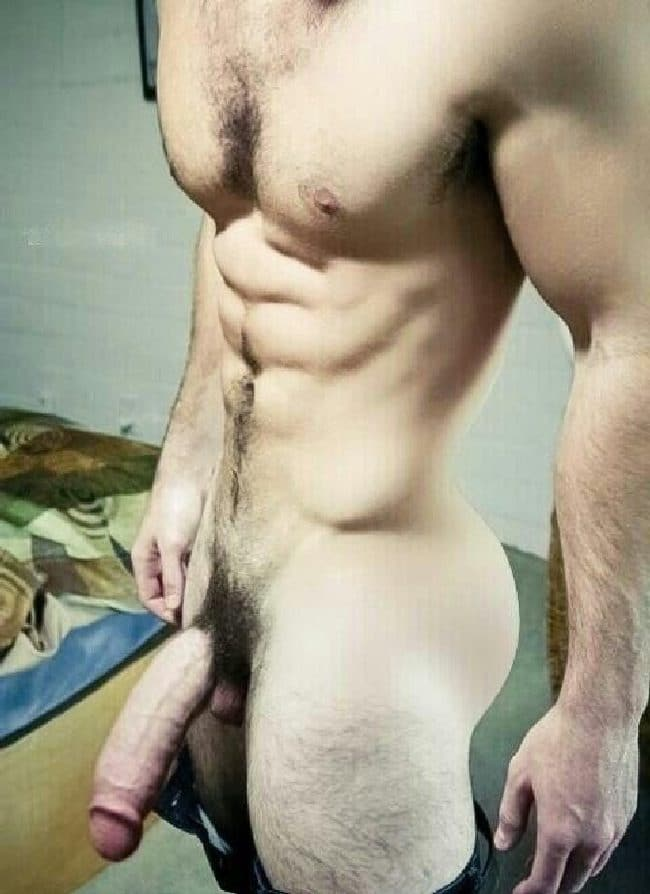 Hung Nude Muscle Man