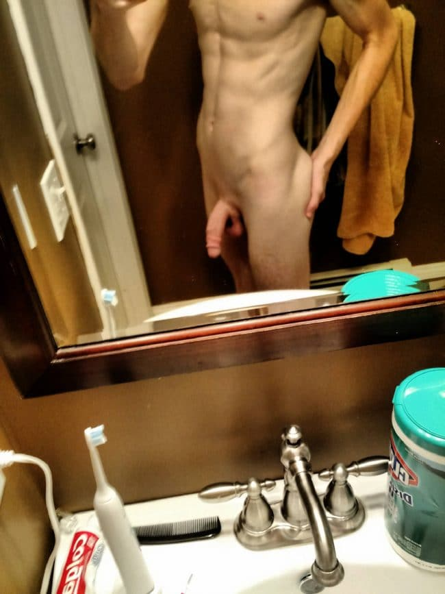 Nude Twink